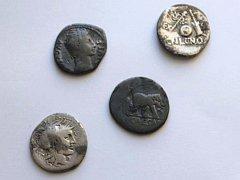 Poklad starý dva tisíce let se ukrýval na poli