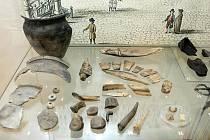 Kosterní pozůstatky dávných obyvatel Hradce jsou k vidění v Muzeu východních Čech.