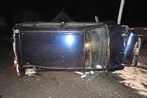 Opilý řidič havaroval na železničním nadjezdu.