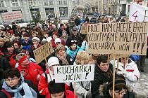 Stávka státních zaměstnanců na Baťkově náměstí v Hradci Králové, 8. prosince 2010.