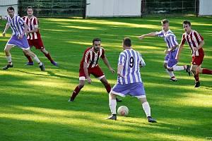 PŘÍPRAVA. Do utkání nastoupí i fotbalisté Třebechovic (v modrém).