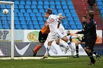 Fotbal: FC Baník Ostrava - FC Hradec Králové. Rozhodující okamžik utkání, jediná gólová situace.