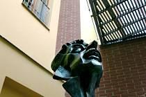 Galerie se stálou expozicí soch Vladimíra Preclíka je ozdobou hradeckého Regiocentra Nový Pivovar.