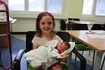 KATEŘINA GABERLOVÁ přišla na svět 28. června v 18.29 hodin. Měřila 50 cm a vážila 3340 g. Velkou radost udělala svým rodičům Veronice Rychnovské a Stanislavu Gaberlemu, také šestileté sestřičce Lucince ze Syrovátky.