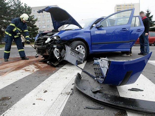 Ke střetu tří osobních vozidel došlo 9. listopadu v ulici Bratří Štefanů v Hradci Králové. Při nehodě nebyl nikdo vážně zraněn.