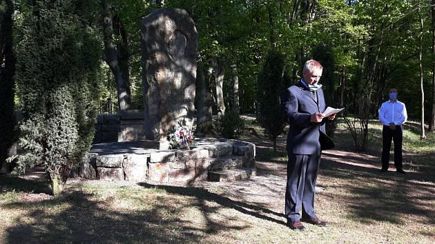 Přípomínka operace Barium ve Vysoké nad Labem.