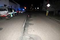 Střet osobního automobilu s chodcem v novobydžovské Revoluční ulici.