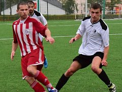 Nejlepší střelec libčanského týmu Michal Blažej (v červenobílém) během podzimního duelu v Rychnově.