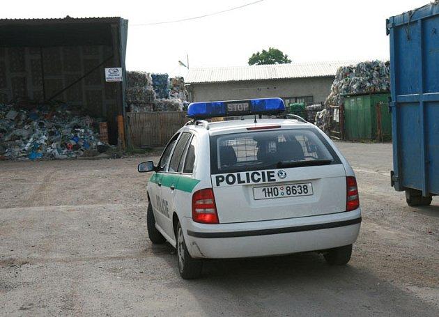 Policie v pronajatém areálu třídírny