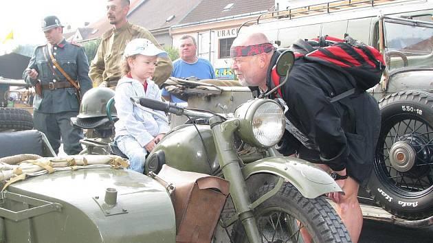 Součástí oslav výročí vzniku Nového Bydžova bylo tradiční ralley auto–moto veteránů Novobydžovský čtverec (26. června 2010).