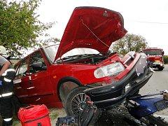 Dopravní nehoda dvou osobních a jednoho nákladního automobilu v obci Lubno.
