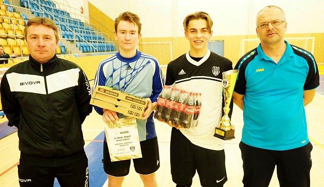 Mladší dorost Třebše obsadil 2.místo (vpravo při převzetí trofeje zleva: Jiří Zaal, Tomáš Zaal, Lukáš Němec a Martin Zbořil).