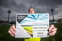Fotbalový klub v Hradci Králové rozprodává svů stadion. Uspořádal sbírku na podporu výstavby nového fotbalovho stánku.