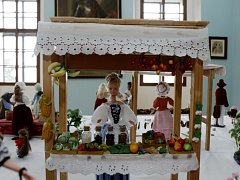 Výstava panenek na zámku Karlova Koruna v Chlumci nad Cidlinou.