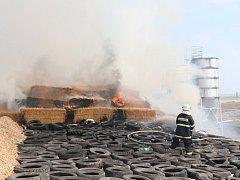 Požár stohu slámy v Lužci nad Cidlinou.