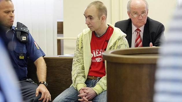 Trest odnětí svobody na 12 let ve vězení s ostrahou uložil 6. dubna 2010 krajský soud sedmadvacetiletému Zdeňku Čapkovi.