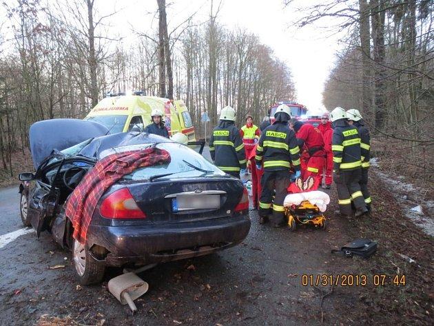 Dopravní nehoda automobilu u obce Ledce.