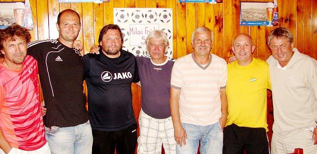 Zleva: Vlastimil Frýdek, Mirza Rahimič, oslavenec Milan Frýda, Ladislav Škorpil, Karel Krejčík, Čeněk Hradil a Vojtěch Dlabáček.