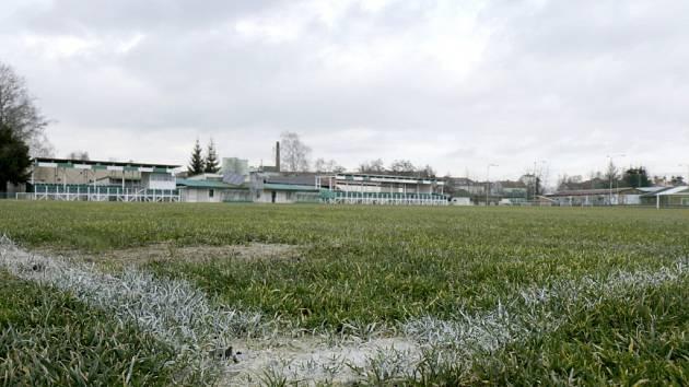 Fotbalové hřiště hradecké Olympie v Kuklenách.