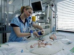 Den otevřených dveří na Klinice anesteziologie, resuscitace a intenzivní medicíny (KARIM) v Hradci Králové.