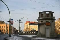 Těsně před dokončením je rekonstrukce kiosku na hradeckém Pražském mostu. Foto: MMHK