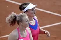 Triumf! Hradecká tenistka Kateřina Siniaková získala spolu s Barborou Krejčíkovou turnajový titul po více než roce.