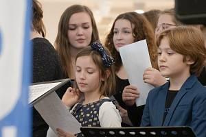 Česko zpívá koledy v královéhradeckém Auparku.