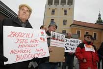 Demonstrace na Pivovarském náměstí v Hradci Králové.