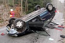 Havárie osobního automobilu ve Vlčicích.