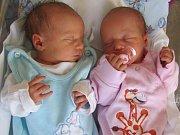 KATEŘINA MALATINOVÁ se narodila ve 12.28 hodin s mírami 46 cm a 2570 g. JAN MALATIN přišel na svět ve 12.27 hodin s mírami 49 cm a 3150 g. Radost udělali rodičům Zuzaně a Jánovi Malatinovým.