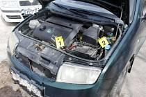 Poškození motorového prostoru osobního vozidla.