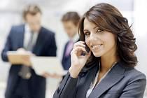 Pět minut telefonování s lektorem každý všední den vám v angličtině zaručí velké pokroky, slibují autoři unikátní metody.