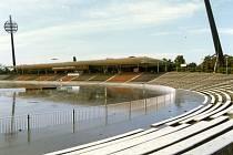 MALŠOVICKÝ  stadion při záplavách v roce  1997.