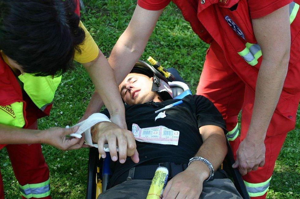 Poskytování první pomoci předvedl Český červený kříž Hradec Králové.