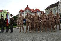Nástup 1. kontingentu polní nemocnice v Hradci Králové