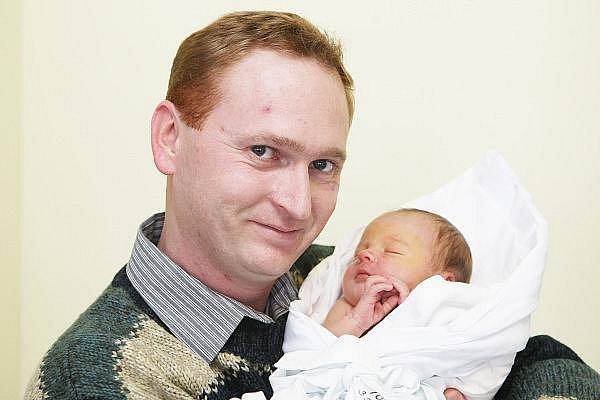 Filip Topol přišel na svět 27. listopadu v 1.26 hodin. Vážil 3310 gramů a měřil 52 centimetry. Rodiče Gabriela a Milan Topolovi bydlí  v Hradci Králové na Moravském Předměstí.