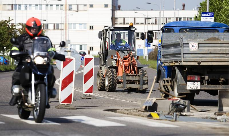 Oprava přechodu pro chodce poblíž Hvězdy na Moravském Předměstí v Hradci Králové.