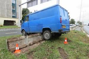 Muž naštěstí z nehody vyvázl bez zranění.