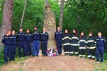 Připomínka výročí upálení Jana Husa u mistrova pomníku v Urbanicích.