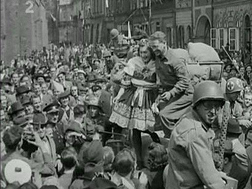 Američané v centru Hradce.
