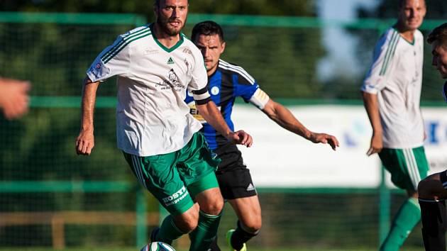 Špílmachr Filip Klapka (u míče), fotbalista hradecké Olympie.