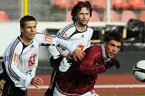 David Kalousek, Tomáš Rezek (oba Hradec Králové) a Lukáš Třešňák (Sparta B) při fotbalovém utkání AC Sparta Praha B vs. FC Hradec Králové na Strahově.