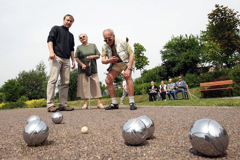 Nové pétanquové hriště vyrostlo v areálu Domova důchodců na Novém Hradci Králové.