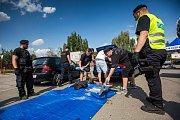 Kontroly automobilů směřujících na hip hop camp v Hradci Králové. Policisté hledali drogy a testo