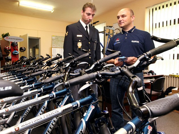 Cyklohlídky v ulicích Hradce Králové: Strážníci mají nová kola