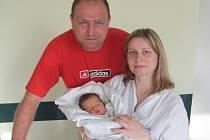 MICHAEL DUJSÍK se narodil 2. dubna v 17 hodin. Měřil rovných 50 centimetrů, vážil 3570 gramů a obrovskou radost udělal rodičům Miroslavě a Martinu Dujsíkovým i sestře Erice z Hradce Králové.