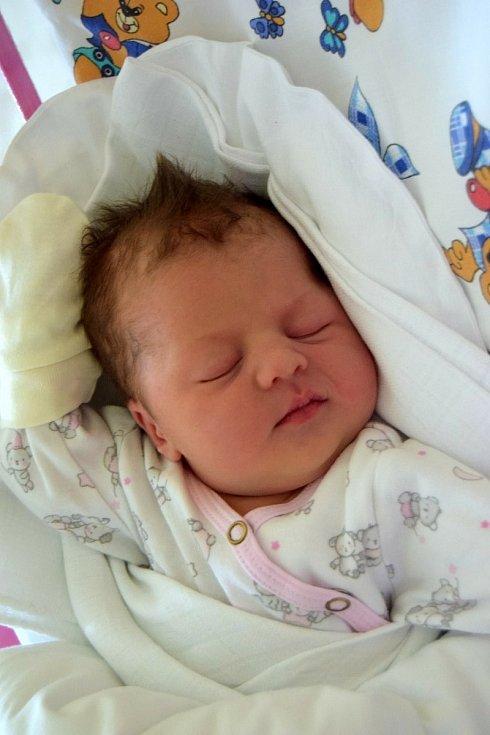 AGÁTA BURHARDT se narodila 20. července s váhou 3 150 g a mírou 49 cm hrdým rodičům Natalii a Vladyslavovi. Rodina bydlí v Kosičkách.