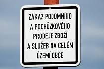 Zákaz podomního a pochůzkového prodeje zboží a služeb na celém území obce.