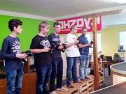 Členové kroužku RC Auta při DDM Třebechovice pod Orebem na 3. závodu Zimního poháru.