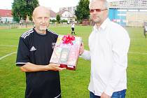 Václav Munzar a Martin Zbořil, předseda OFS Hradec Králové a fotbalového oddílu TJ Sokol Třebeš.